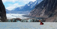 wiosłujac w stronę lodowca Pared Norte