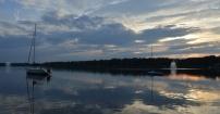 Jezioro Paprocańskie w letni wieczór