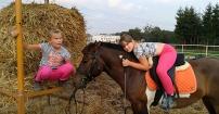 Dziewczynki na wsi
